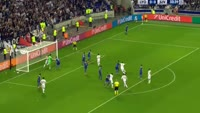 Alexandre Lacazette misses penalty in the match Lyon vs Juventus