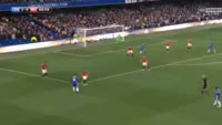 Eden Hazard scores in the match Chelsea vs Manchester United