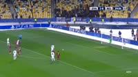 Andriy Yarmolenko scores in the match Dynamo Kiev vs Besiktas