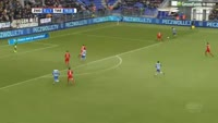 Queensy Menig scores in the match Zwolle vs Twente