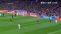 Karim Benzema scores in the match Real Madrid vs Napoli