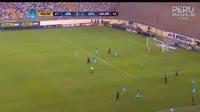 Luis Tejada scores in the match Universitario de Deportes vs Cajamarca