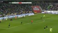 Mario Gomez scores in the match Wolfsburg vs B. Monchengladbach