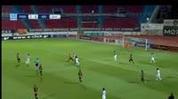 Petros Mantalos scores in the match Panionios vs AEK