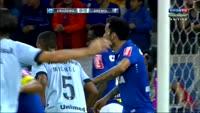 Everton Sousa Soares scores in the match Cruzeiro vs Gremio