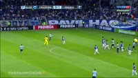 Michel Ferreira dos Santos scores in the match Cruzeiro vs Gremio