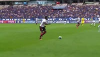 Everton Cardoso da Silva scores in the match Cruzeiro vs Flamengo RJ