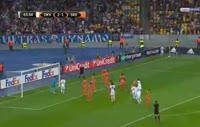 Dynamo Kyiv 3-1 Skënderbeu Korçë - Golo de D. Mbokani (65min)