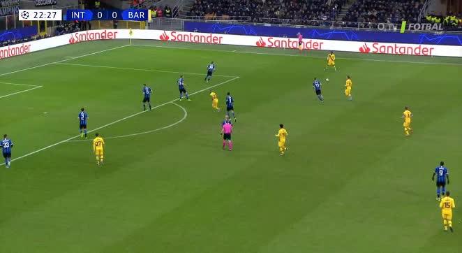 هدف أول ل برشلونة (كارليس بيريز)