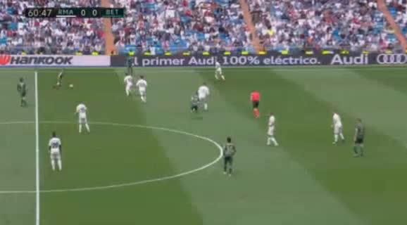 هدف أول ل ريال بيتيس (لورين مورون)