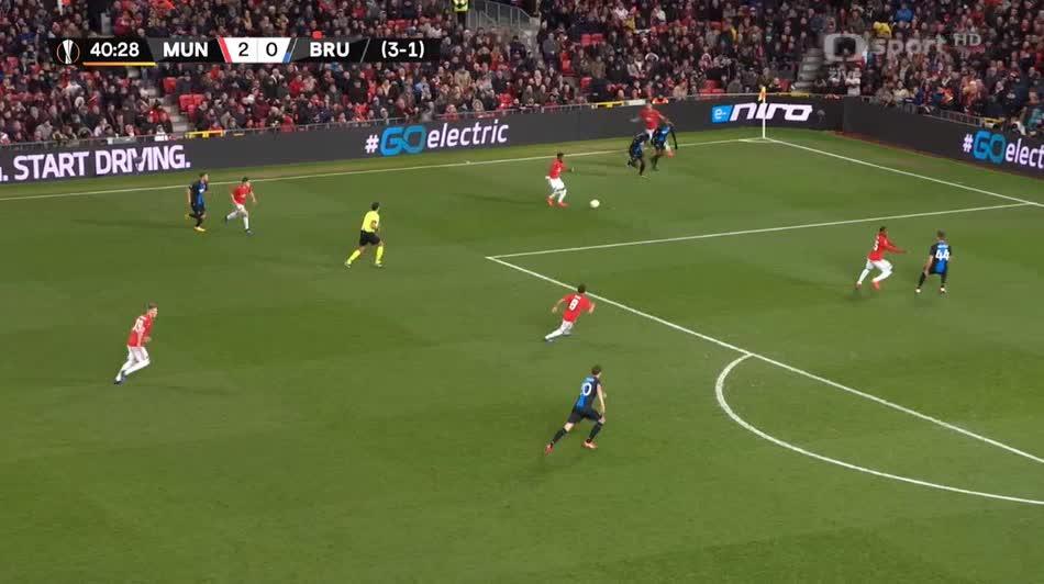 هدف ثالث ل مانشستر يونايتد (سكوت مكتوميناي)